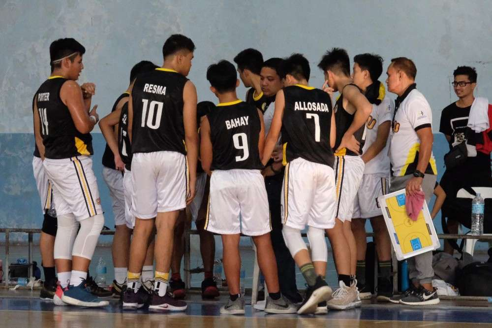 HUDDLE. Cebu Province players and coaches gather around each other in a timeout to discuss the team's strategy in a basketball game in the ongoing 2019 Batang Pinoy Visayas Qualifiers. (Contributed photo)