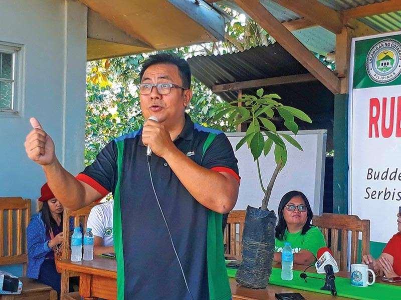 COTABATO. PRDI President Jack Alfonso Sandique discusses the benefit of big bags technology as compared to the traditional small bags. (Contributed Photo)
