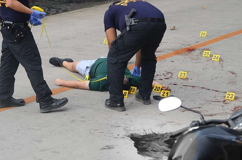 CEBU. The body of Vanzant Navales after a shootout with his former friend Michael Bacaltos. (SunStar File Photo/ Alan Tangcawan)
