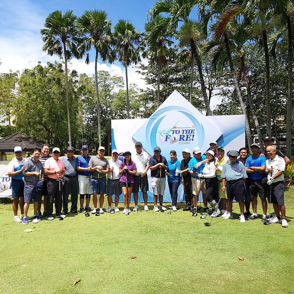 MEDIA BREAK. Participants in the media tournament of the PAL interclub pose before teeing off for the two-day tournament at the Cebu Country Club. (Contributed foto)