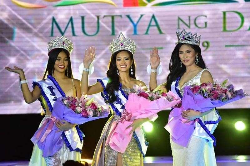 DAVAO BEAUTIES. Mutya Ng Davao 2019 Clydel June Tabacolde (center) and her court -- Diwa ng Davao 2019 Jeriza Uy and Sinag ng Davao 2019 Eula Christine Napuli. (Macky Lim)