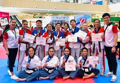 BACOLOD. Bacolod taekwondo jins show the medals they win during the Visayas Leg of the Batang Pinoy 2019. (Contributed photo)