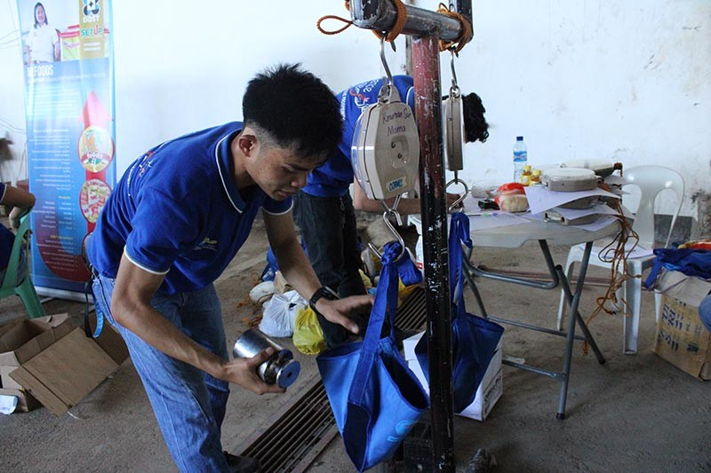 RML staff of DOST-X RSTL, Mr. Jerald Esmeralda, calibrating the 62 Hanging-Type weighing scales of the Misamis Occidental BNS and Health Centers.  (Contributed Photo)