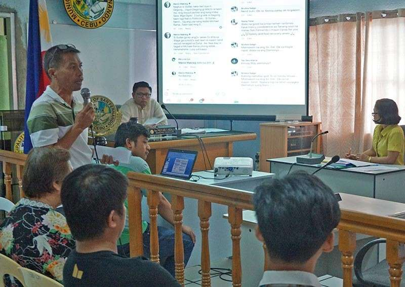 "SAN FERNANDO. Acting Vice Mayor Philip Jude Medalla convenes the municipal council for a special session to hear the security concerns raised by those named in a second ""kill list."" Felomino Leyson (standing, with microphone), San Fernando Purok Federation president, and three others named in the list (backs to the camera) showed up at the council meeting on Monday, March 4, to air their worries over the peace and order in their town. (SunStar photo / Alex Badayos)"