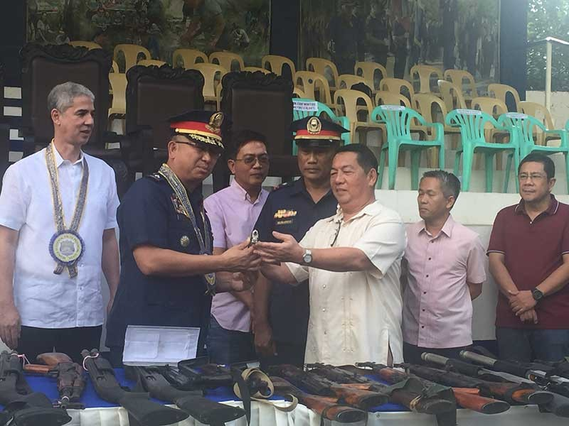 NEGROS. Local officials in Negros Occidental turn over assorted loose firearms to Police Brigadier General John Bulalacao, director of Police Regional Office-Western Visayas in rites held at Negros Occidental Police Provincial Office (Nocppo) grounds Monday, March 4. (Merlinda A. Pedrosa)