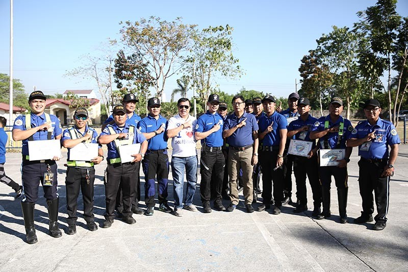 """PAMPANGA. Mayor Edwin Santiago and Councilor Ruping Dumlao joins traffic enforcers and city marshals during the """"Rank Inspection and Personnel Information and Education"""" held over the weekend at the Heroes Hall Grounds. (CSF-CIO)"""