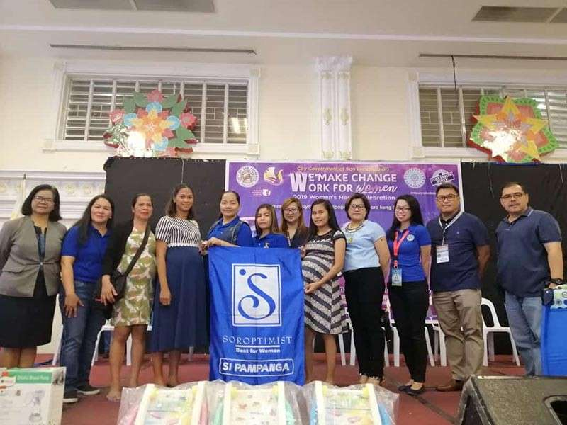 PAMPANGA. City Health Officer Dr. Eloisa Aquino, representatives of Soroptimist International of Pampanga headed by Dancel Sorio, and rural health unit physicians together with some pregnant women during the Buntis Summit at the mini convention center of Heroes Hall on Monday. (Nicole Renee David)