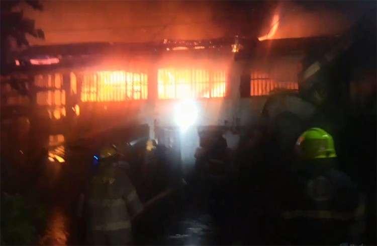 Fire in T. Padilla Extension (Alan Tangcawan)