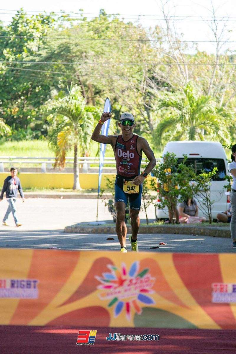 DAVAO. Felipe Sajulga III of Caltex Delo Tribu celebrates as he heads to the finish line of the 82nd Araw ng Davao Festival Triathlon and Novice 2019 held recently in an out-and-back course from Villa Josefina Resort Village in Dumoy, Toril where he was crowned modified male overall champion. (Tri Right Mindanao / JJ Sarona.com Facebook)