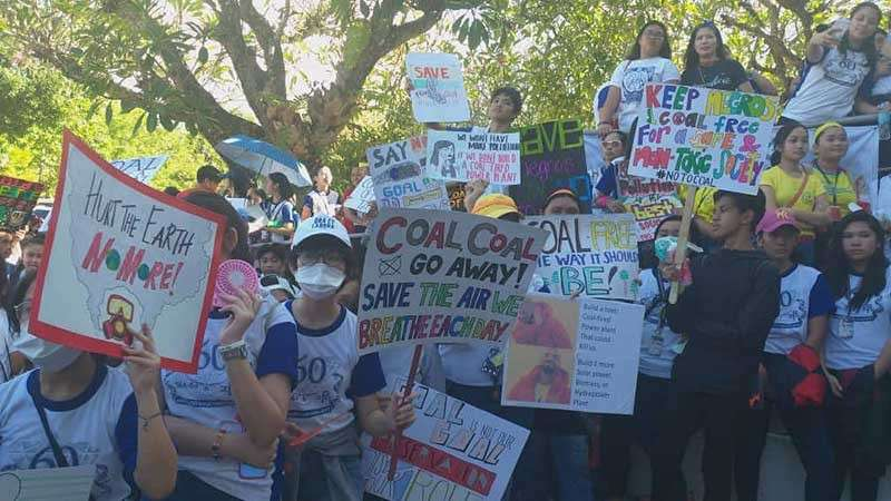 BACOLOD. At least 2,000 students join the