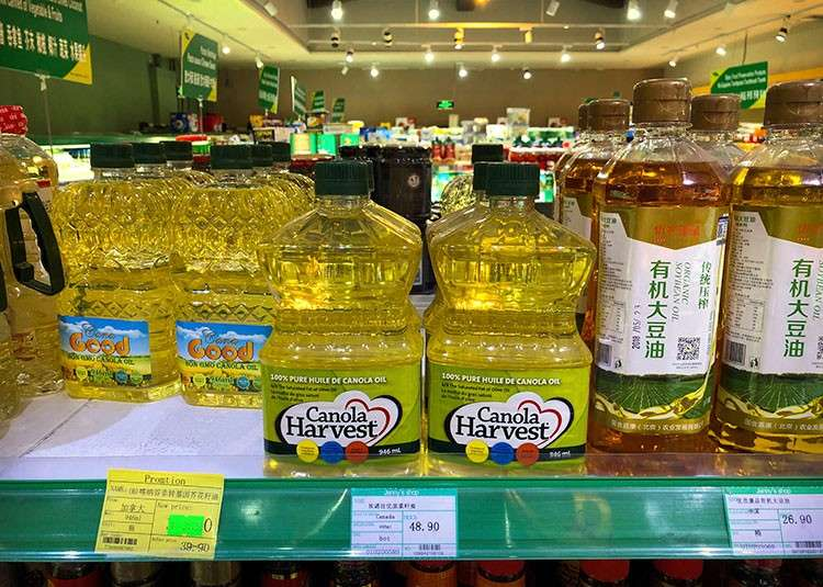 CHINA. Bottles of Canola Harvest brand canola oil, manufactured by Canadian agribusiness firm Richardson International, are seen on the shelf of a grocery store in Beijing, Wednesday, March 6, 2019. (AP)