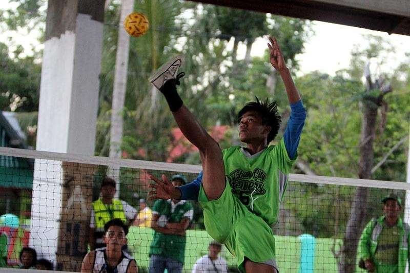 APAYAO. A sepak takraw player from Tabuk City soars above the net in their match–up against Baguio City during last week's Cordillera Administrative Region Athletic Association (Caraa) meet. After placing 6th and Kalinga at 7th, a solon is seeking the establishment of a Kalinga Sports Training Center in Tabuk City. (Photo by Roderick Osis)