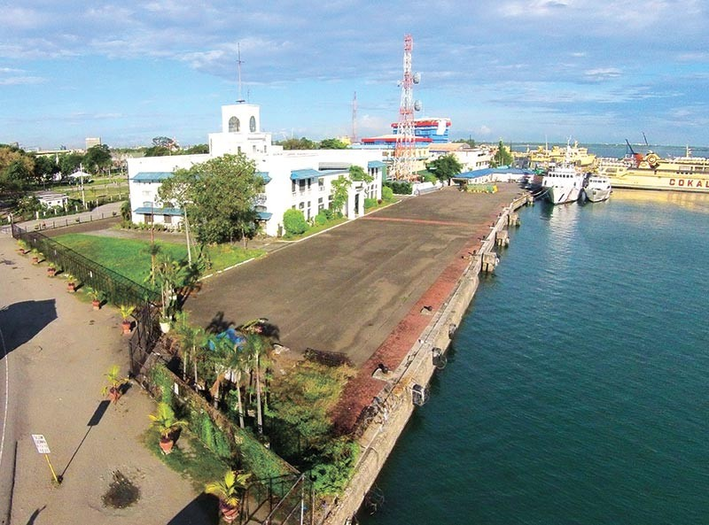 IS IT DEEP ENOUGH? Cebu Ports Authority Commissioner Mike Acebedo Lopez wants this area to serve international cruise ships. (SunStar file)