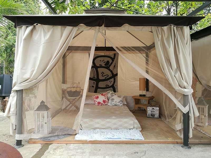 Pahayahay: Usa sa amenities nga gitanyag sa Sundaze Farm ang glamping tent nga adunay kapahuwayan. (Arni C. Aclao)
