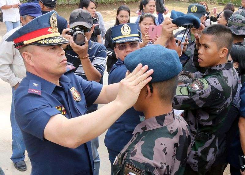 CORDILLERA. Police Regional Office Cordillera (PRO-Cor) Regional Director Rolando Nana leads the ceremonial course pinning for 159 police personnel who completed the four-month Basic Internal Security Operations Course. (Photo courtesy of PRO–Cordillera)