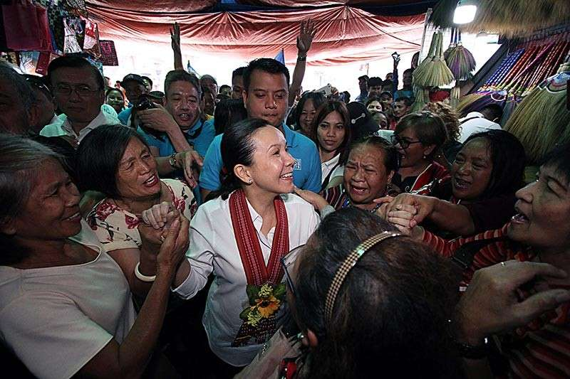 BAGUIO. Senator Grace Poe is mobbed upon arrival at the Baguio City Public Market. Poe was in the city to woo voters after her sortie in La Union. (Photo by JJ Landingin)