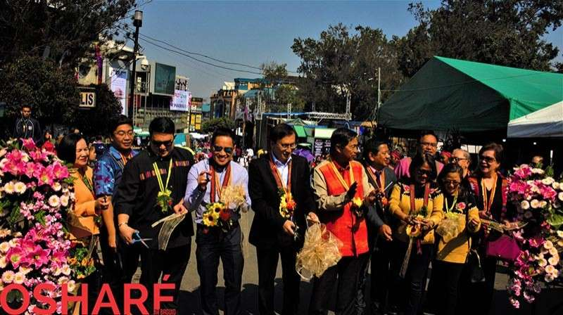 BAGUIO. Local government officials grace the ribbon cutting at the Session Road in Bloom. A festive avenue of artisans, merchants, artists and food enthusiasts organized by the BFFI. (Brenda Lee Villanueva)