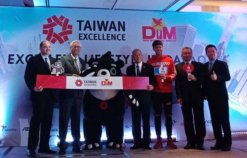 DAVAO. Representatives of Taiwan Excellence, Davao City Chamber of Commerce and Industries, Inc., Taiwan External Trade Development Council (TAITRA) and young celebrity Kyle Echarri hold a press conference at Marco Polo Hotel Friday, March 8, where innovative Taiwanese products were showcased. (Photo by Lyka Casamayor)