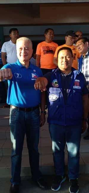 NEGROS. Former Interior and Local Government secretary Rafael Alunan and reelectionist Senator JV Ejercito during the PDP-Laban grand rally. (Teresa Ellera)