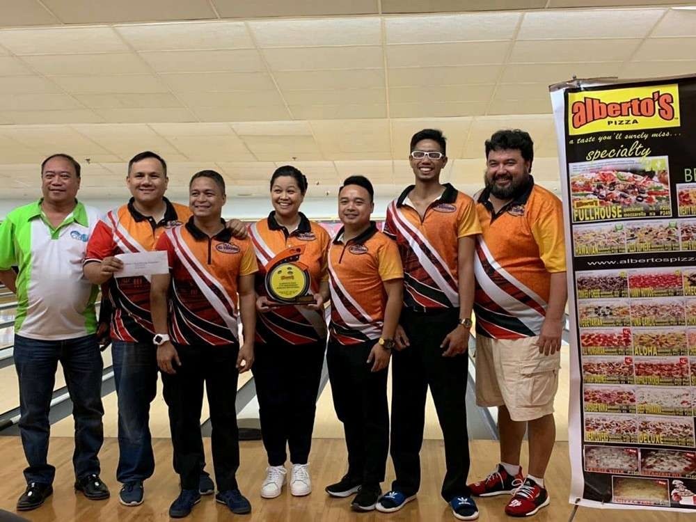 CHAMPION. Members of the El Tesoro Turrones bowling team are all smiles after receiving their P20,000 cash prize. (Contributed foto)