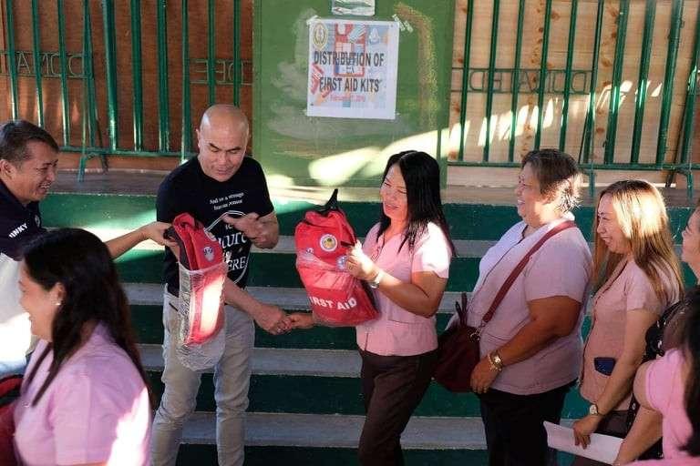 PAMPANGA. Mabalacat City Mayor Cris Garbo distributes first aid kits to public elementary school teachers as part of his health program. (Photo courtesy of City Administrator Rosan Paquia)