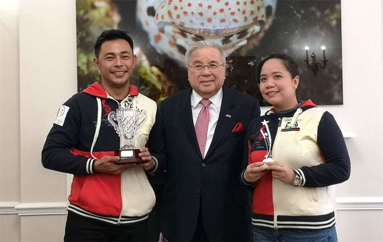 LONDON. Ambassador Antonio Lagdameo receives Stars of Albion Grand Prix winner Marlon Macabaya (left) and second placer Denise Melanie Du Lagrosa (right) at the Embassy a day after Team Philippines' momentous victory was declared. (Photo by Stacy Garcia)
