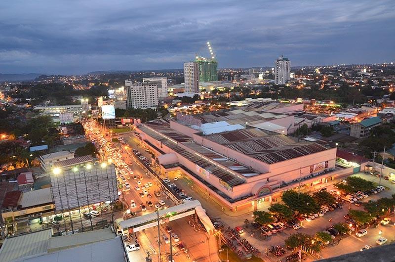 DAVAO. Gianunsyo sa New City Commercial Corporation kon NCCC nga gipalit na niini ang Victoria Plaza Mall Martes sa buntag, Marso 12. Ang Victoria Plaza Mall ang pinaka-unang mall sa dakbayan sa Davao nga gitukod kadtong dekada 90. (Hulagway kuha ni Macky Lim)