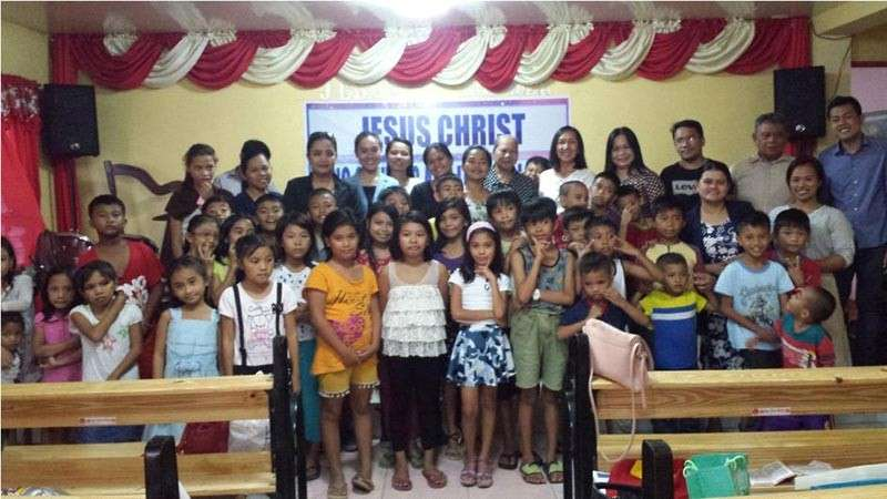 SOUL FOOD. Pupils of Ibabao-Estancia Elementary School in Mandaue City benefit from the program initiated by AIM-MAC volunteers, who fed them with food and gospel. (Contributed photo)