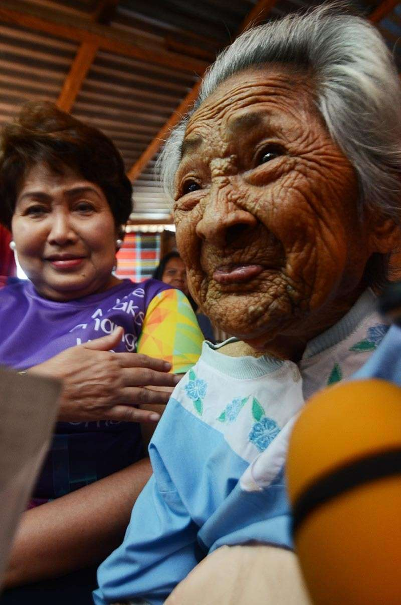 CEBU. Margarita Atillo turned 100 on March 12 with a surprise from Lapu-Lapu City Mayor Paz Radaza. Her secret to long life? Eating vegetables and eliminating meat, salt and vetsin from her meals, her children said. (SunStar photo/Alan Tangcawan)