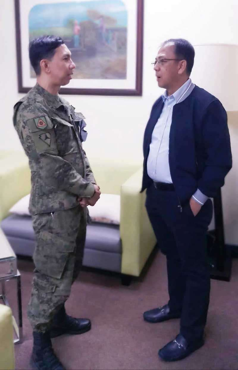 NEGROS. Colonel BenedictArevaloand Office of the Presidential Adviser on the Peace Process Sec.CarlitoGalvez discuss localized peace talks in Negros. (Contributed photo)