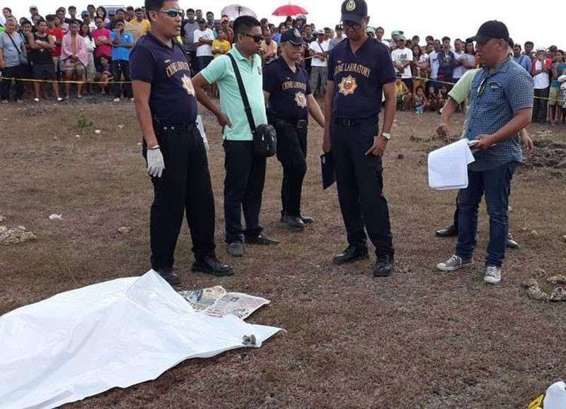 CEBU. In this file photo, police prepare to investigate the brutal killing of Christine Silawan, 16, whose body is covered with a white sheet (left). (SunStar File Photo)