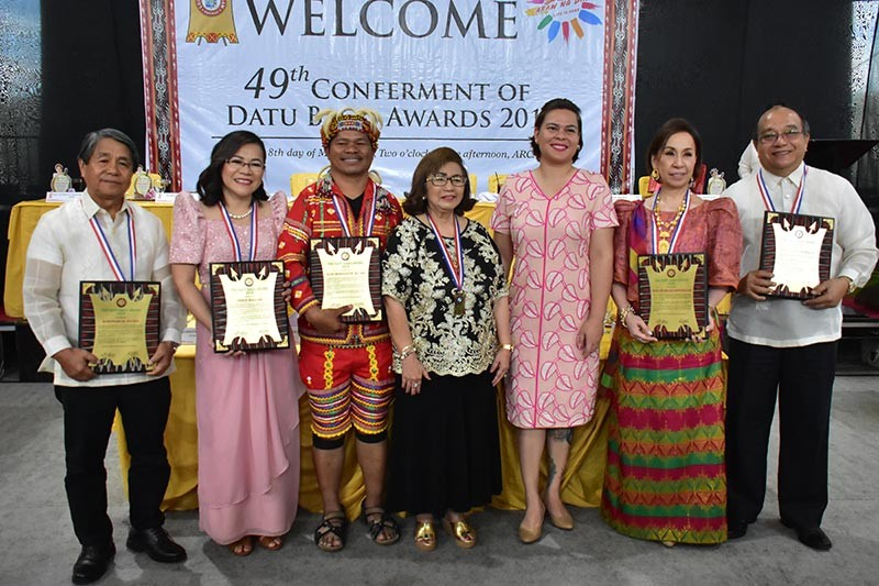 DAVAO. The five Datu Bago awardees, together with Davao City Mayor Sara Duterte-Carpio and Councilor Pilar Braga, Datu Bago Awardees Organization, Inc. chair. (Contributed Photo)