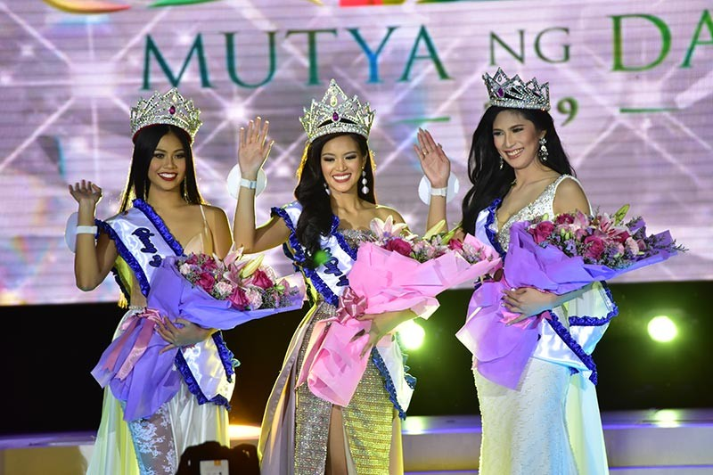 DAVAO. Mutya ng Davao 2019 Clydel June Tabacolde (center) with her court Diwa ng Davao Jeriza Uy (right) and Sinag ng Davao Eula Cristine Napuli (left). (Contributed Photo)