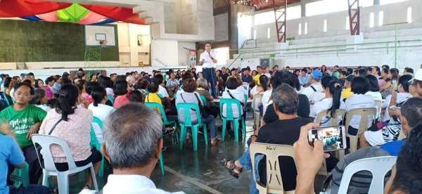 "FORMER Sen. Manuel ""Mar"" Roxas II speaks before multisectoral groups at the Villamonte Gym. (Teresa D. Ellera)"
