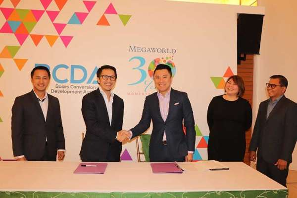 PAMPANGA. President and CEO Vivencio Dizon and Alliance Global Inc. CEO Kevin Tan during the memorandum of agreement (MOA) signing creating a Planning Review Board that will set the design standards and guidelines for Bonifacio Capital District. (Contributed photo)