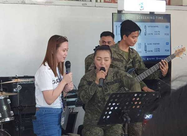 PAMPANGA. The Philippine Army Mechanized Infantry Division band jams with a fan stationed during the 22nd founding anniversary of the Philippine Army Information Caravan art SM City Tarlac last March 8, 2019. (Contributed Photo)