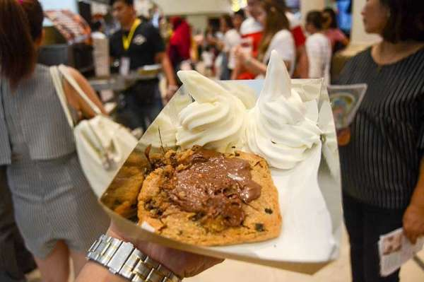 Hot Box Cookie Dough's Biscoff Cookie (Reuel John F. Lumawag)