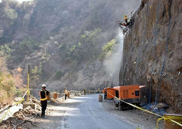 Rehab works resume particularly rock netting at Camp 1 in Tuba, Benguet to ensure safety of Kennon Road once it opens to the public permanently. (Redjie Melvic Cawis)
