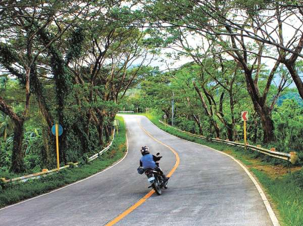 ROAD SAFETY. The apprehension of erring drivers is meant to keep Transcentral Highway  in the mountain villages of Cebu City and Balamban safe for motorists and residents. (SunStar file)