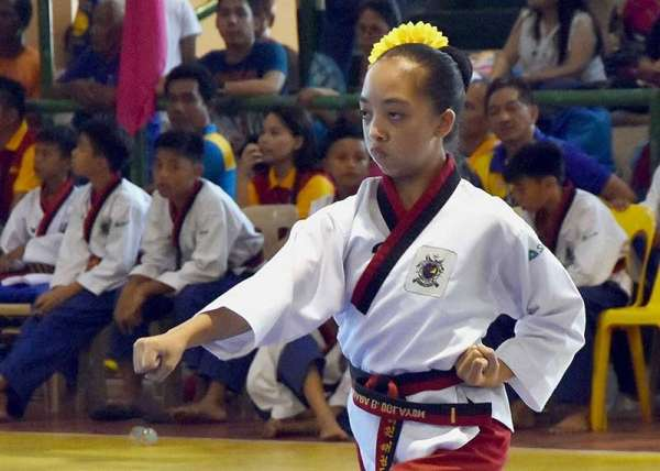 ISABELA. Baguio City's Aesha Kiara Oglayon drew 7.82 points to win the gold in the cadet girls poomsae individual event in the ongoing Batang Pinoy Luzon leg in Ilagan City, Isabela. (Contributed Photo)