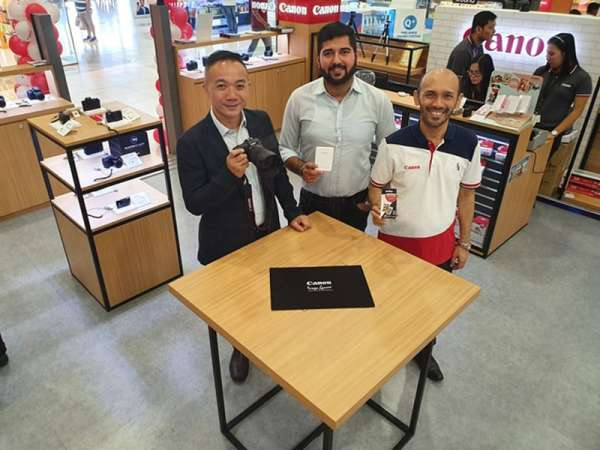 PAMPANGA. (From left) Canon Marketing (Philippines) Consumer Group head Benny Yu, assistant sales manager Roshan K. Daryani, and sales manager Jerome T. Manginsay demonstrate the newly released EOS RP and EOS R during the grand launch of Canon Image Square at Level 1 Cyberzone  SM City Pampanga over the weekend. (Photo by Chris Navarro)