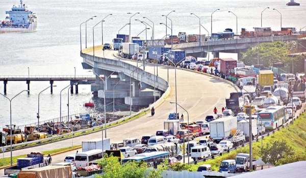 Just another day in Cebu City. Cars are at a standstill on the South Coastal Road due to a road accident involving a truck. Tourists who get stuck in traffic lose a whole day they could have spent exploring due to the heavy traffic. Department of Tourism 7 Director Shahlimar Tamano hopes Cebu's waterways can be a solution. (SunStar File Photo)