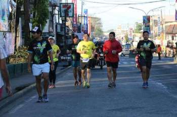"""NEGROS. The 21st Kadalag-an festival of the City of Victorias kicks off with a fun run led by Mayor Francis Frederick """"Wantan"""" Palanca. The March 16 celebration commencement featured various fun activities and events highlighting the city's important achievements. (Contributed photo)"""