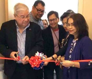 LONDON. Ambassador Antonio Lagdameo and Labor Attaché Amuerfina Reyes lead the ribbon cutting ceremony to officially launch the Migrant Workers and Other Overseas Filipino Workers Resource Center in London. (Contributed photo)