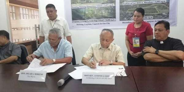 CAGAYAN DE ORO. The Archdiocese of Cagayan de Oro and the City Government signed on Monday, March 18, a memorandum of agreement indicating a deed of exchange for the lots in Macanhan, owned by the city, and the Malasag in Cugman which is owned by the archdiocese. Both parties will exchange lot areas: the city to build another school in Malasag, and the Archdiocese will build a new church in Macanhan. (PJ Orias)