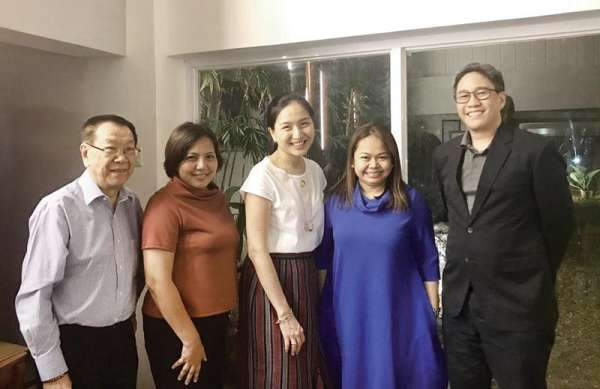 The Cebu Pacific Team. Charles Lim (Selrahco Consultancy) with Cebu Pacific executives: director of corporate communications Charo Lagamon, vice president for marketing and distribution Candice Iyog, director of marketing Blessie Cruz, and Cebgo president and chief executive officer Xander Lao.