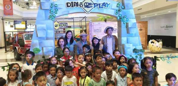 BACOLOD. Ayala Malls Capitol Central general manager Sharon Ciocon (second from right) poses with The Mind Museum group, led by mind mover Pecier Decierdo (center), and children visitors during the opening rites of the Dino Play Travelling Exhibition at the mall's activity center in Bacolod City. (Erwin P. Nicavera)