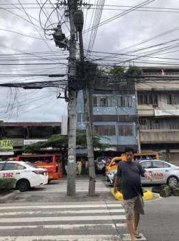 DAVAO. Nahirig na ang semento nga poste sa usa ka telecommunication company didto sa Corner Fatima Street, Quezon Boulevard, Davao City. Maaksyonan unta kini dayon ug di na hulaton nga duna pa'y mabiktima. (i-LENS)