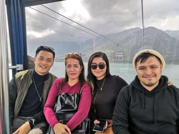 HONG KONG. Manlalakbay with his travel buddies Mae, Jandi, and Ralph. (Photo by Ace June Rell S. Perez)