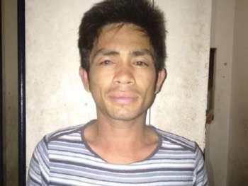 Nasikop si Arman Mabini Cantila human labnihi ang usa ka 25-anyos nga babaye atbang sa Kapitolyo. (Hulaway iya sa Abellana Police Station)